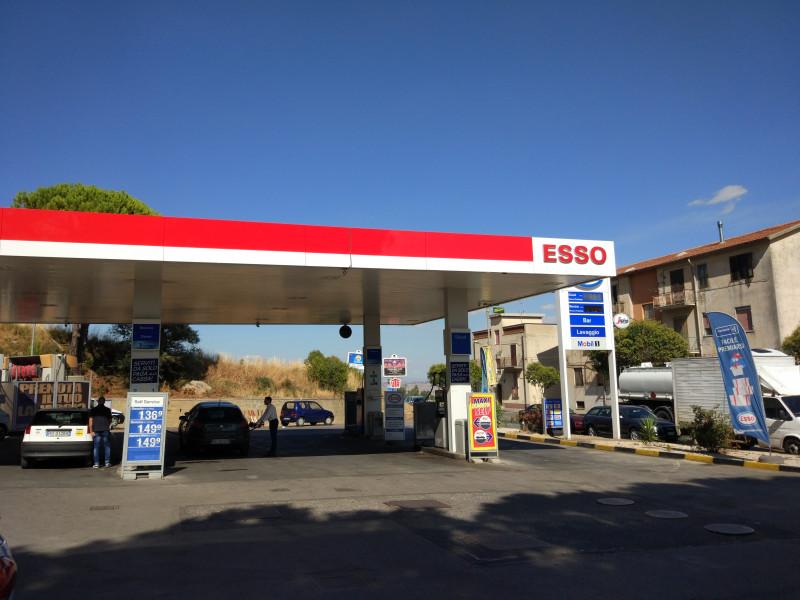 Бензиностанция - ESSO