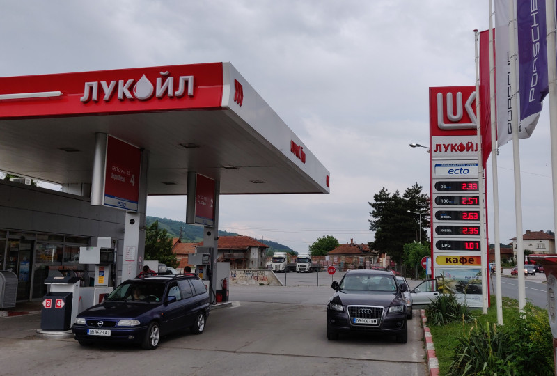 Filling station - Lukoil - Б 097 Български извор